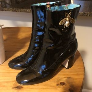 Gucci Lois patent leather bee boots